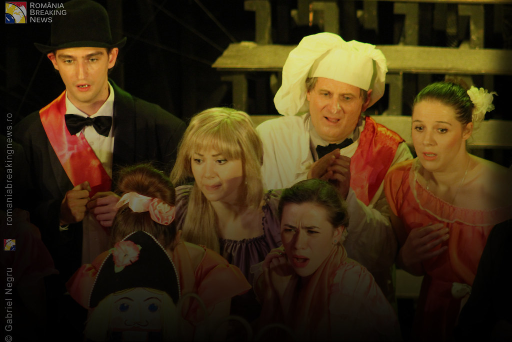 Tetrul_Nottara_si-a_ridicat_oficial_cortina_Trupa_Teatrului_Ginta_Latina_din_Chosinau (24)