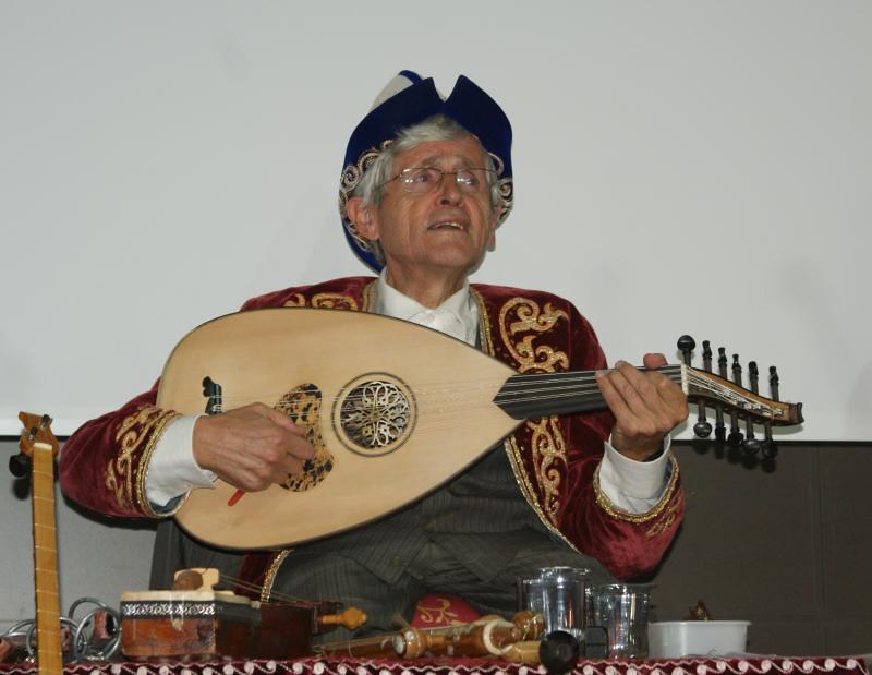 Rahmi Oruç Güvenç, müziğin etkisini uygulamalı anlattı…