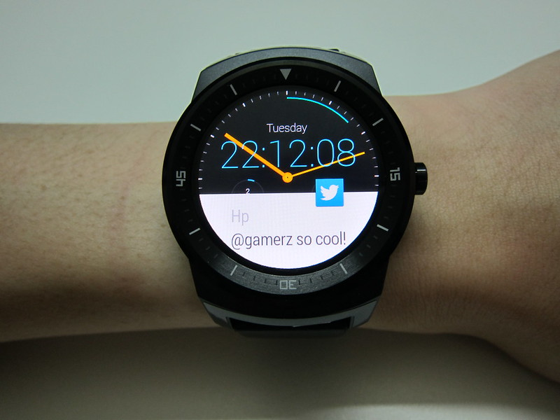 LG G Watch R - On Wrist With Notification