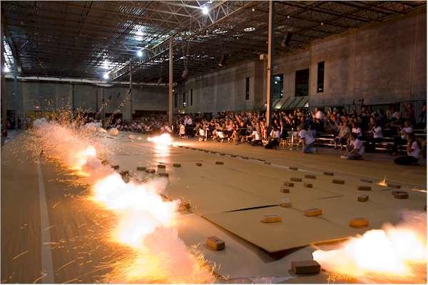 Cai Quo-Qiang. Ignición de dibujos con pólvora. Odyssey, Houston, October 6, 2010. Foto de I-Hua Lee, cortesía Cai Studio.