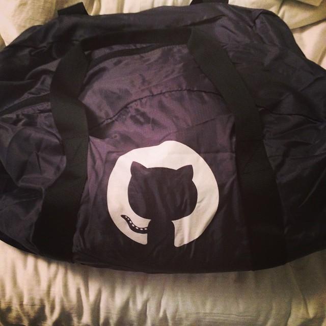 이번에 얻은 레어템 2 #github 가방!!! 짐이커서 (쇼핑)백 하나 달랬더니 진짜 백을 줬;;