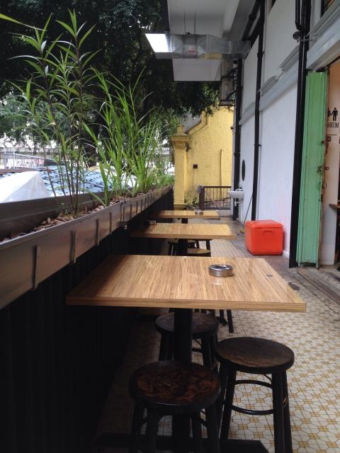 straits-food-company-seating-area
