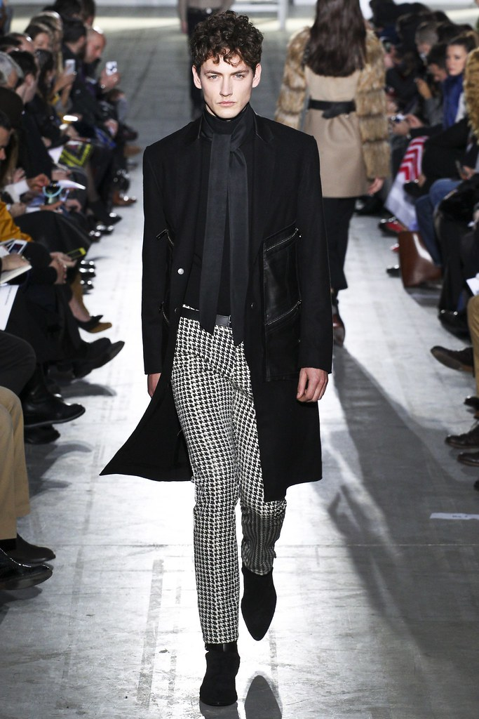FW15 Milan Costume National004_Jakob Hybholt(VOGUE)