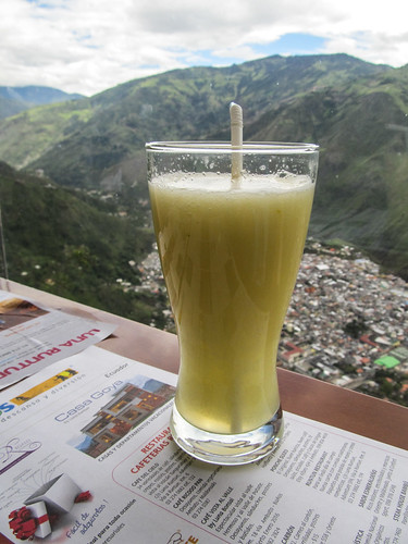 Baños: jus de babaco, un fruit local