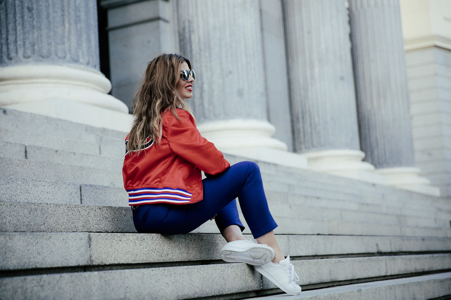 adidas zapatillas sneakers superstar tommy hilfiger collection pants pantalones bomber jacket chaqueta zara top sunglasses gafas de sol madrid outfit look primavera spring street style trendy taste _18