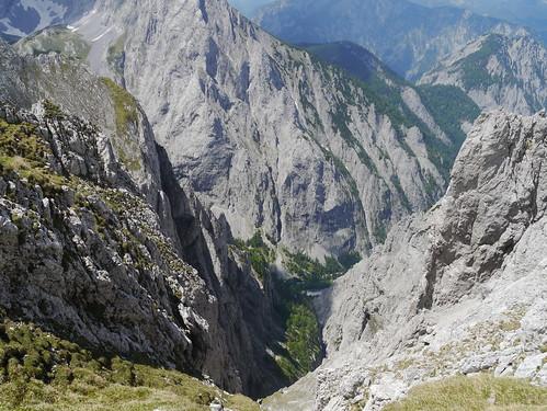 mountains alps wall clouds austria österreich spring rocks wand wolken berge alpen steiermark springtime autriche frühling styria abyss felsen hochschwab seewiesen abgrund seebergsattel weichselboden hochweichsel untererring adlermauer hoheweichsel