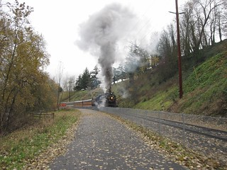 The 700 pushes a passenger train towards OMSI