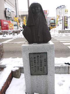 飛騨高山散策・・・高山駅前・飛騨小娘
