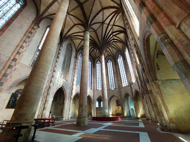 interior of Église des Jacobins