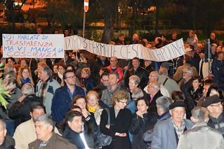 Noicattaro. Manifestazione di protesta contro le tasse froont