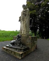 La Dame au Chien - Photo of Raucourt-au-Bois