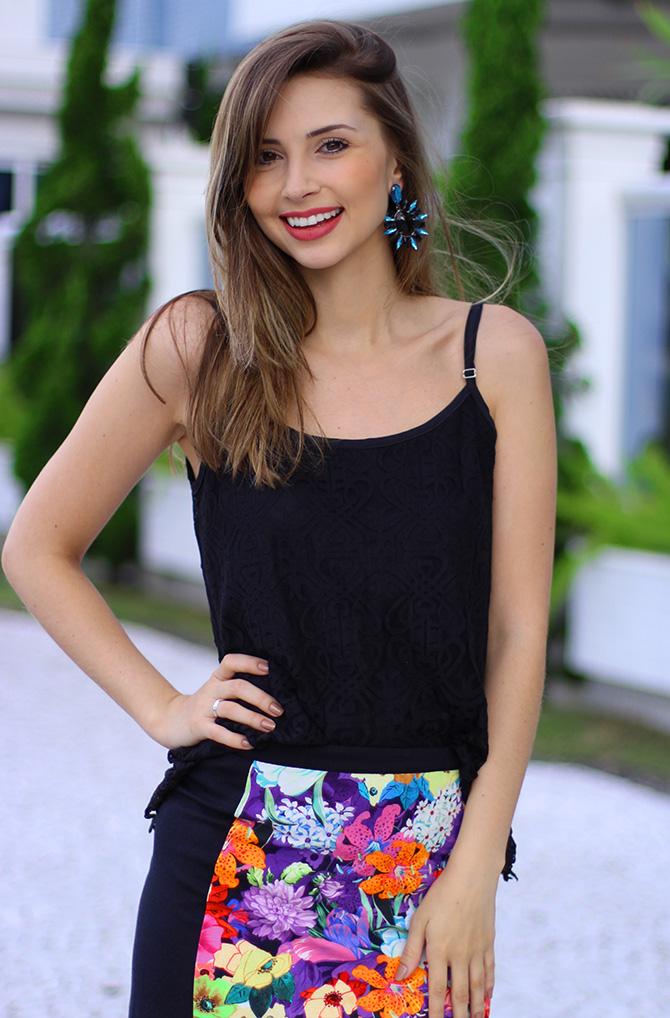 09-look saia estampada e blusa de renda preta sly wear jana taffarel blog sempre glamour