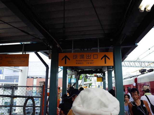 月台往球場方向出口