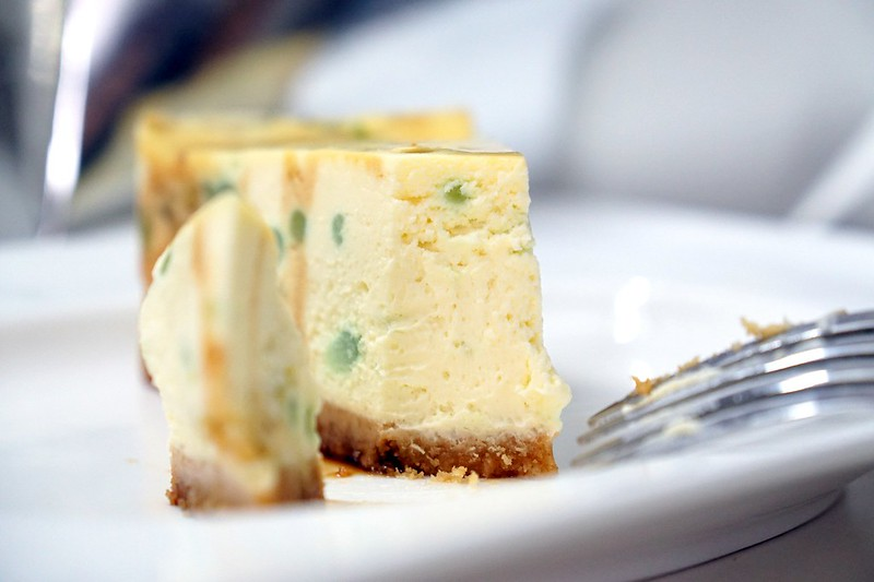swich cafe publika - chendol durian cheesecake -001
