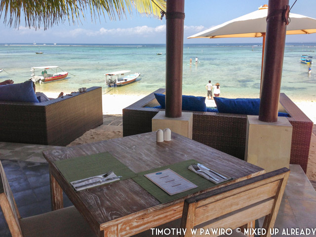 Indonesia - Bali - Nusa Lembongan Island - Lembongan Beach Club & Resort - Mola-mola Kitchen & Bar - Breakfast with an ocean view