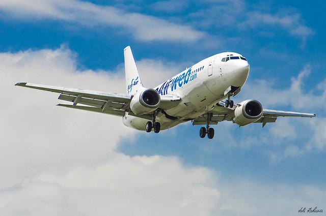 Blue Air - YR-BAF (1)