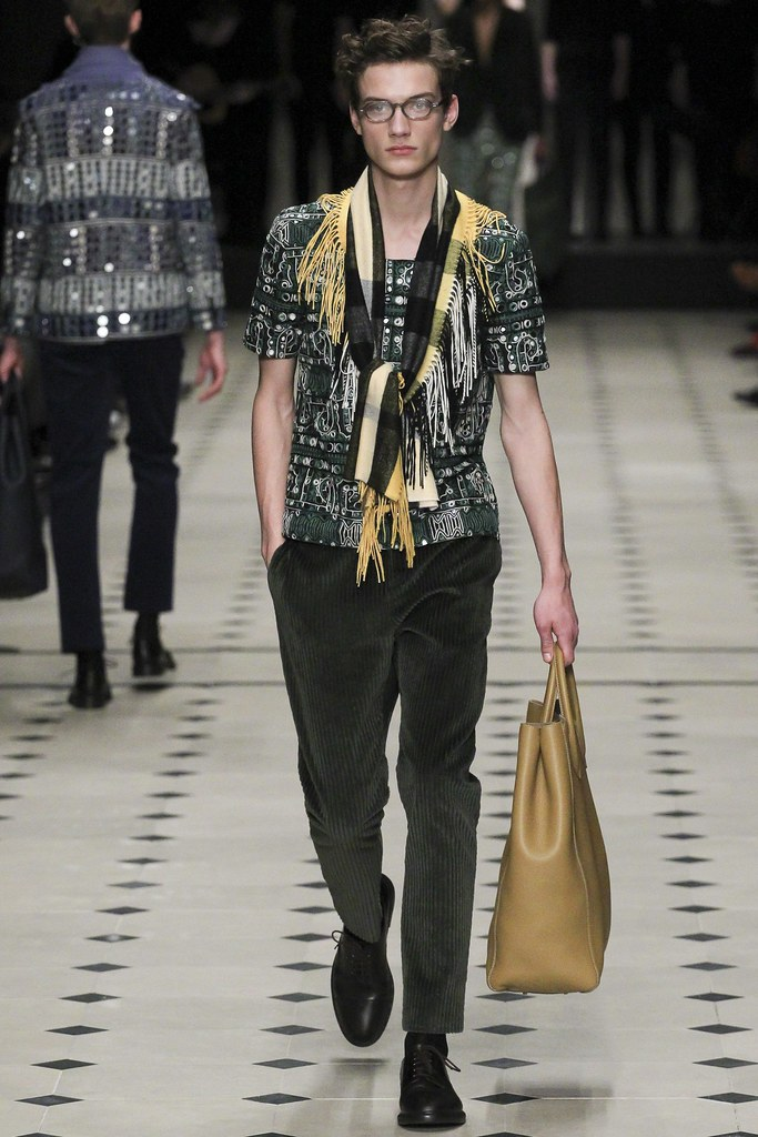 FW15 London Burberry Prorsum046_Serge Rigvava(VOGUE)