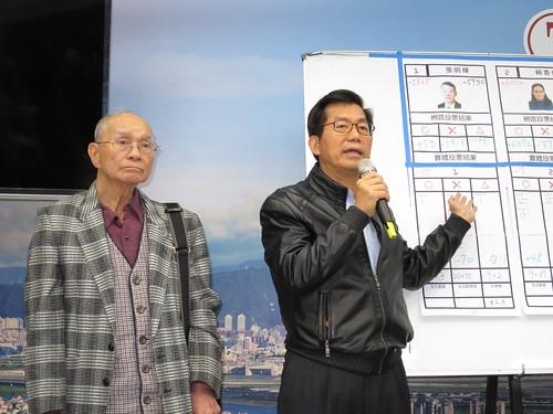 柯辦政黨平台秘書長李應元(右),與遴選委員會召集人蔡式穀。(攝影:孫窮理)