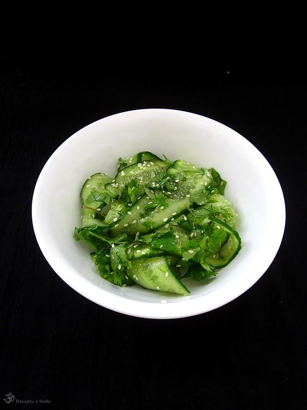 Uhorkovy salat so sezamom