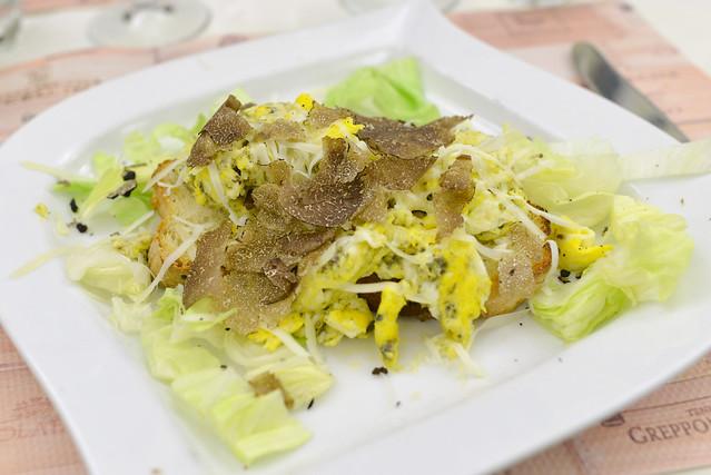 Uova Pasticciate Al Tartufo Nero E Pecorino srambled eggs, black truffle, toscana cheese