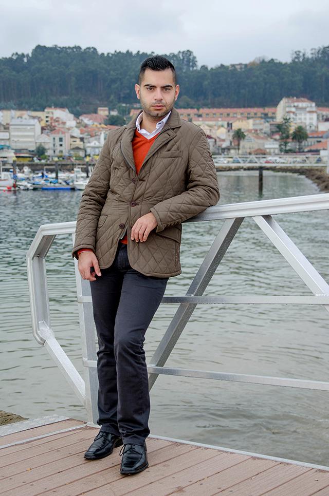 Look masculino para navidad con jersey de seda y algodón de Massimo Dutti.