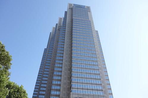 "Shinjuku_9 ""新宿パークタワー"" の写真。 北側の面のやや左方直下から見上げての撮影。"