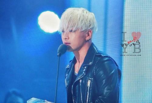 Taeyang-MelOnAwards2014_1-16