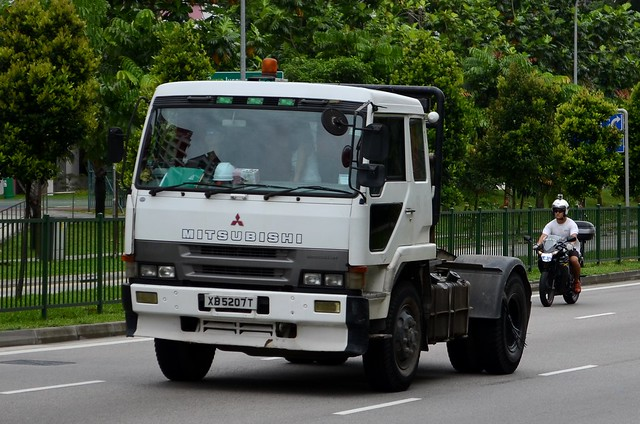 Mitsubishi Fuso The Great FP417D Tractor Truck