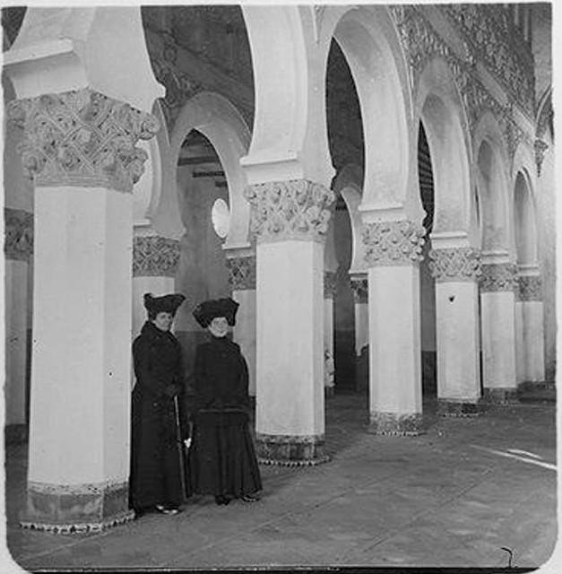 Sinagoga de Santa María la Blanca en 1904. Fotografía de Augusto T. Arcimis en 1904 © Fototeca del IPCE, MECD. Signatura ARC-0752_P