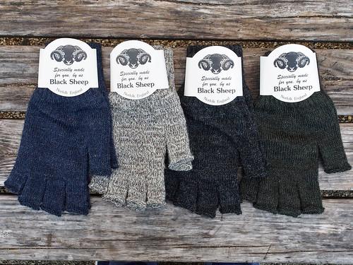 Black Sheep / Fingerless Mitt