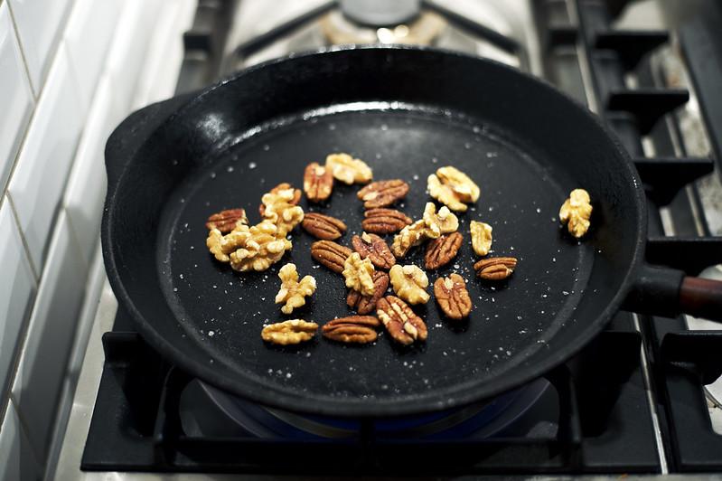 chevre chaud med pecannötter och avocado
