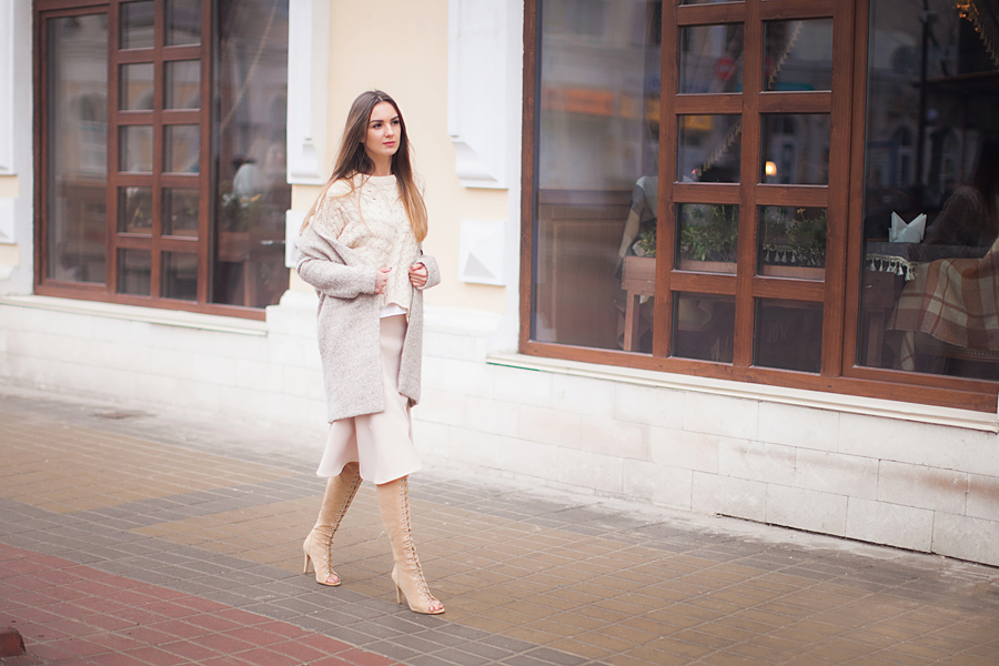 over-theknee-boots-coat-skirt-outfit-fashion-blogger