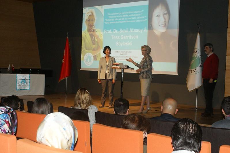 Tess Gerritsen Üsküdar Üniversitesi'nde okuyucularıyla buluştu 3