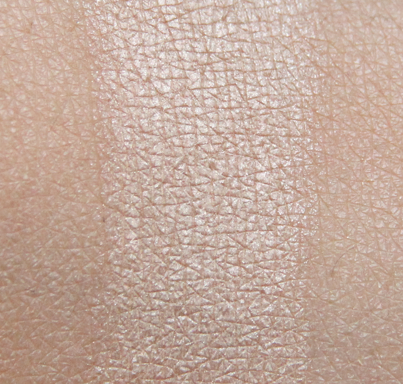 Claudia dreamy nude eyeshadow single swatch