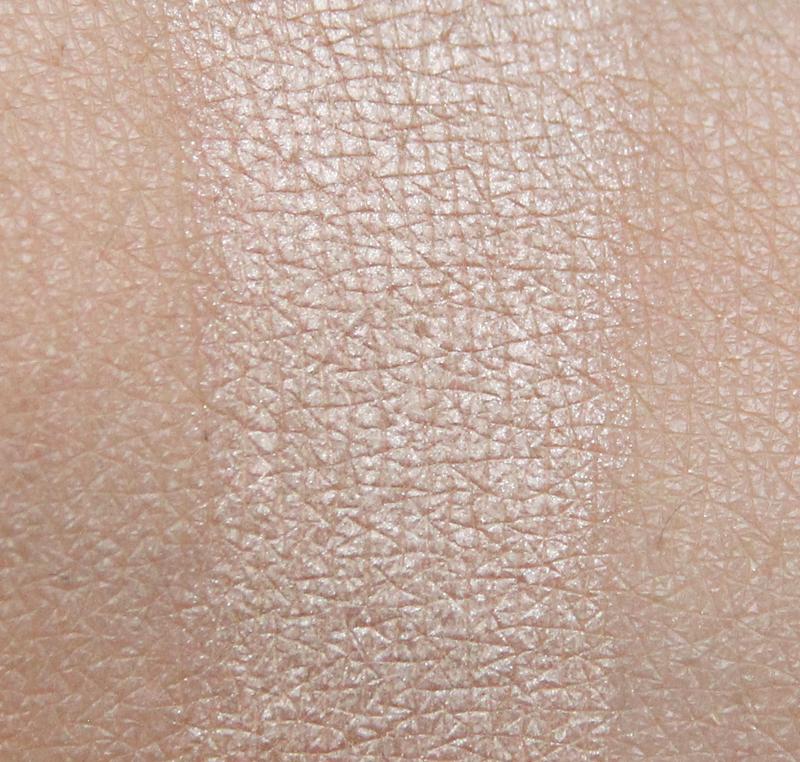 Claudia dreamy nude eyeshadow single swatch