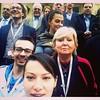Avrupalı sosyal demokratların demokrasi toplantısında aile fotoğrafı çektirirken özçekim ve toplantıdan sadece bu küçük kareye sığanlar... Alman, İngiliz, Macar, Makedon, Hollandalı, Sırp, İspanyol, Estonyalı, Avusturyalı, Fransız, Türk...