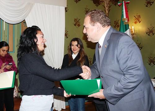 Entrega Alcalde MGV premio al Bibliotecario 2014