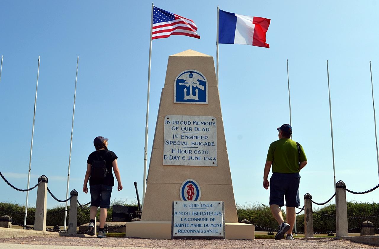 День Д 70 лет спустя –  туристический аттракцион на фоне благополучной Нормандии