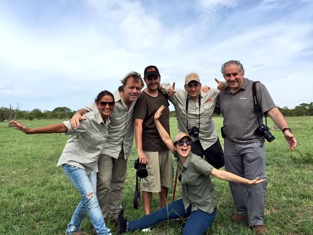 El equipo de Aventura África haciéndonos una foto en el Kruger de Sudáfrica