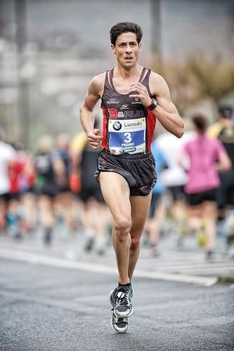 Pedro Nimo gana la Maratón de Donosti con Skechers