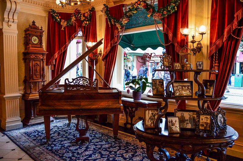 Walt's - An American Restaurant Lobby