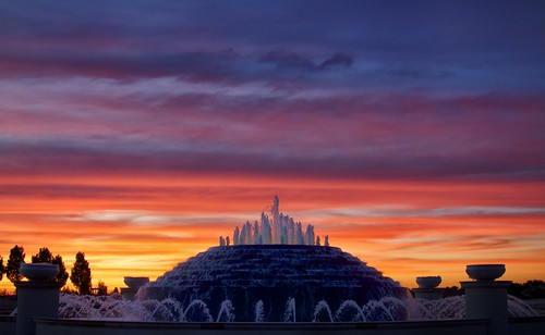 sunset orange fountain clouds texas katy purple dusk katytexas purpleclouds orangeclouds cloudlayers pyramidalfountain