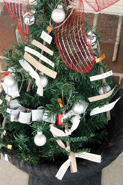 Ornaments-on-Tree