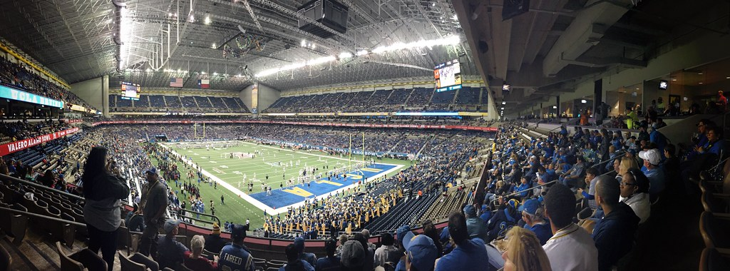 scenes from the 2015 alamo bowl
