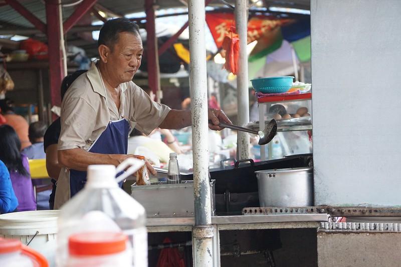 1 what to eat at imbi market - morning - char kuey teow-001