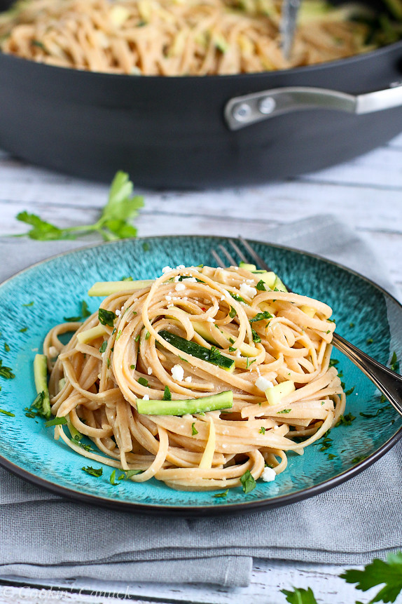 Hummus Linguini with Zucchini...An easy and flavorful vegetarian pasta recipe.  230 calories and 7 Weight Watcher PP | cookincanuck.com #healthy