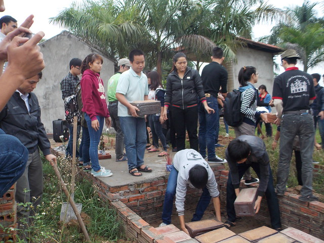 SVCG Phát Diệm thăm viếng nghĩa trang thai nhi Bến Cốc 11-2014