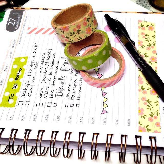 Ya he desayunado como una reina y he organizado mi día, así que ¡vamos a por él! #journal #agenda #washitape #stationery #cutestationery #stickynotes