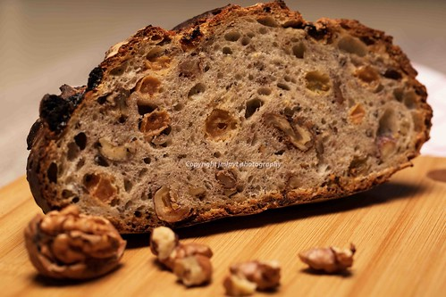 bread with walnuts