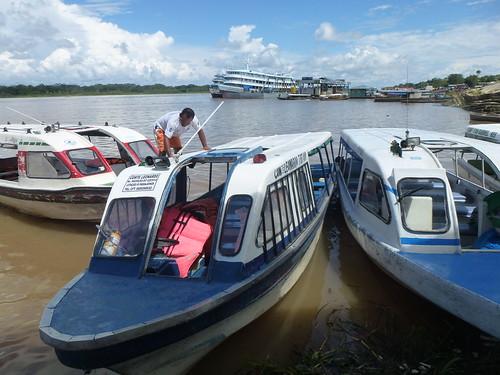 Bateaux de desserte locale et pour Manaus